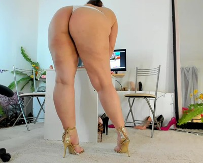 Thumbnail for NaughtyMILFSonya's Premium Video BBW Bare Legs Standing Tease n PussyPlay