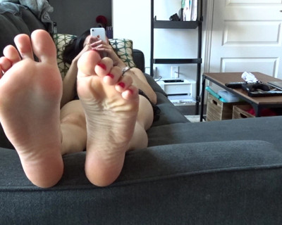 Thumbnail for RorrieGomez's Premium Video Ignoring you. (Foot fetish)